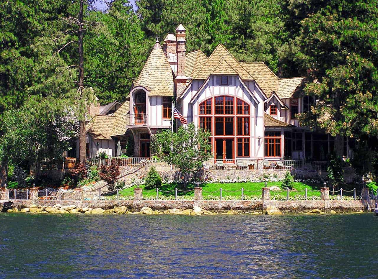 Things to Consider Before Building A Lake House - featured image
