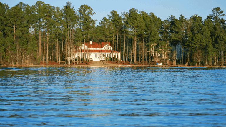 Tips for Choosing the Right Lake House Lot